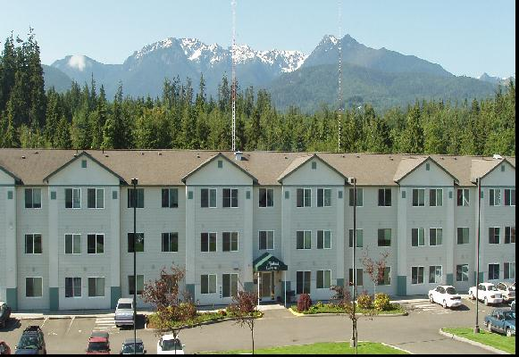 highland commons with mountians